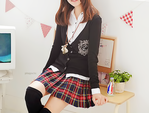 If only my school uniform is this cuteI will be looking forward to go school everyday ...